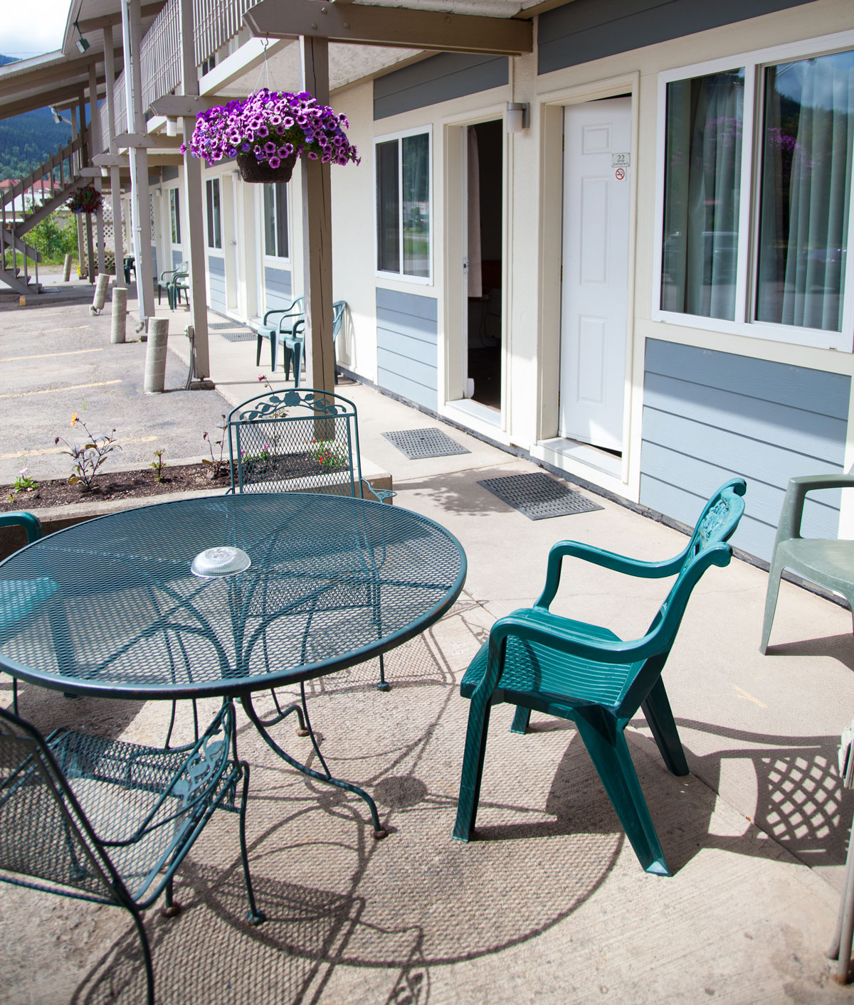 Fireweed-motel-patio